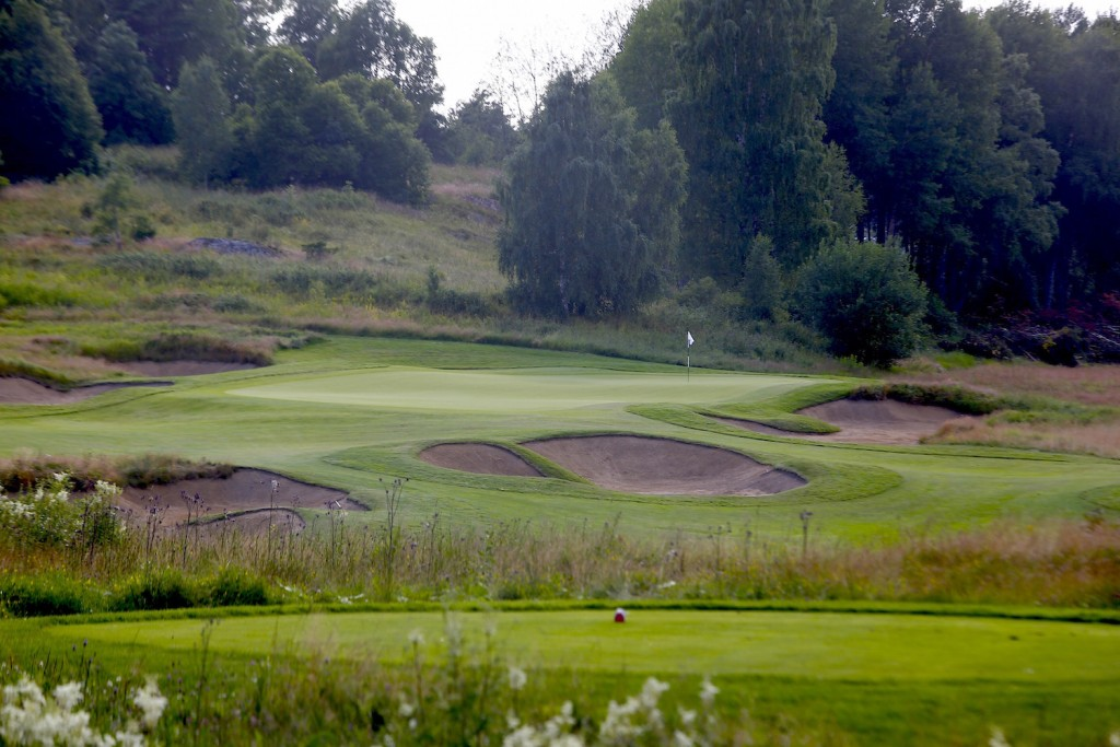 Vidbynäs Golf är en spännande bana. Nyköpings GK vann matchen!