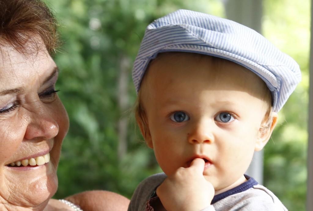 Dylan - Mitt första barnbarnsbarn. Och äldsta dottern blev farmor.