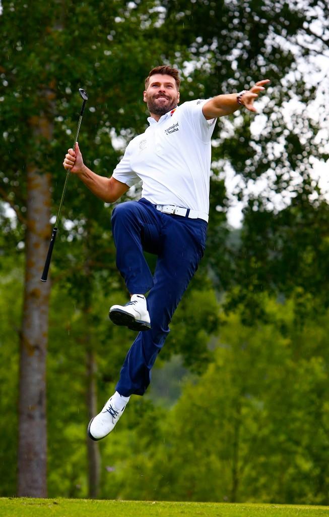 """Det här fotot använde Fotograf Tomas Kihlman för att symbolisera sitt arbete. Han skrev så här: YES ! Nyköpings Golfklubb har av Golfbladet, i tävlingen """" Årets Bästa Hemsidor """" blivit tilldelade en fantastisk 2 plats bland 470 golfklubbar. """" Riktigt läcker hemsida """" Ett strongt jobb av Alex Kappel och webbreporter Gunnel Thunström ligger bakom. Och jag själv har levererat bilderna. """"Bra bilder"""" var omdömet. Hurra vad vi är bra...."""