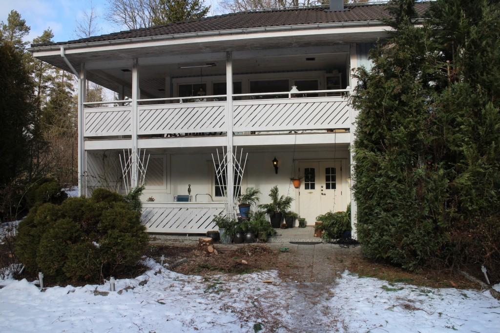 2016-03-01 hus 2 tujor borta